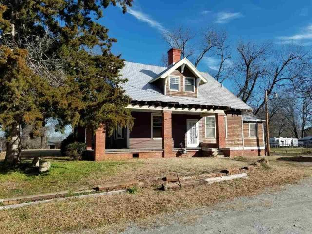 House view featured at 606 N Broad St, Clinton, SC 29325
