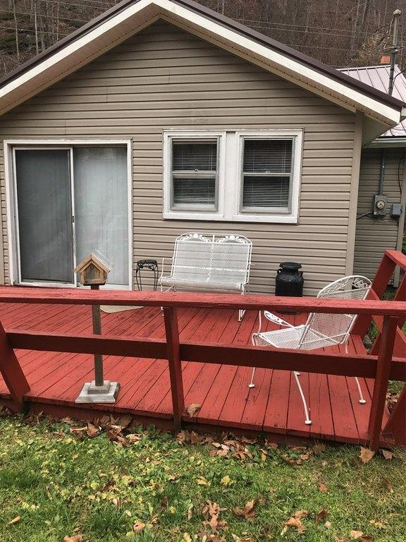 Porch yard featured at 2155 Leemaster Dr, Vansant, VA 24656