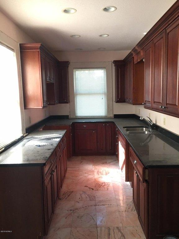 Kitchen featured at 601 Nash St W, Wilson, NC 27893