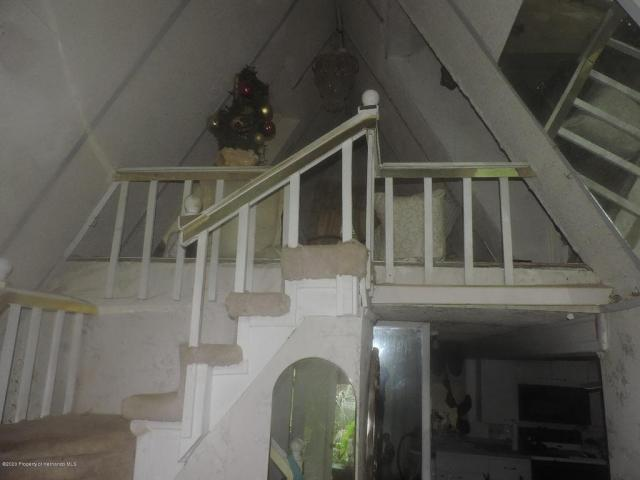 Porch featured at 7032 Riverrun Rd, New Port Richey, FL 34655