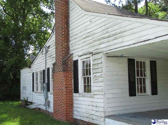 Porch featured at 204 High St, Cheraw, SC 29520