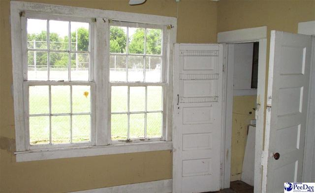 Laundry room featured at 204 High St, Cheraw, SC 29520