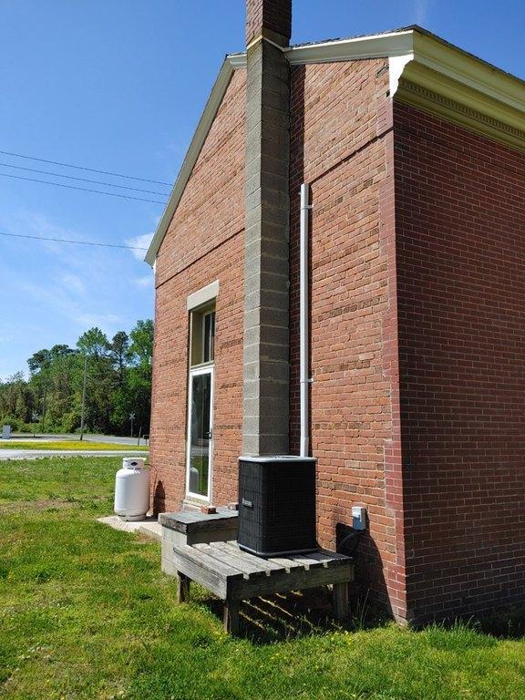 Porch yard featured at 29344 Horsey Rd, Oak Hall, VA 23416