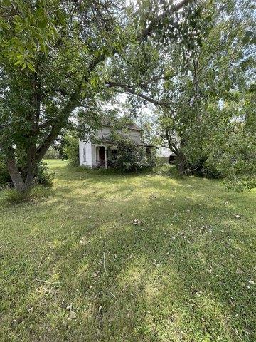 Yard featured at 106 Minnesota Ave E, Flaxton, ND 58737