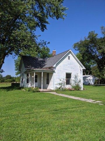 Yard featured at 229 Main St, Prairie Home, MO 65068