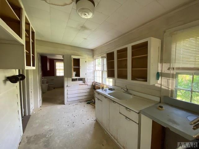 Kitchen featured at 675 Arnold Loop Rd, Roper, NC 27970