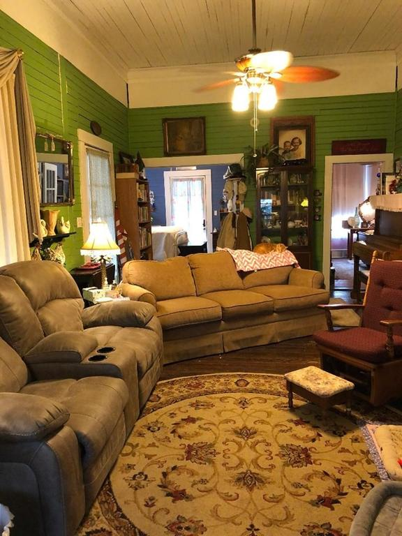 Living room featured at 93 E Pine St, Pachuta, MS 39347