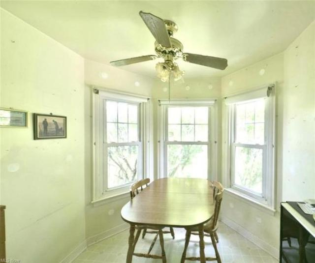 Dining room featured at 208 Berkshire Dr, Youngstown, OH 44512
