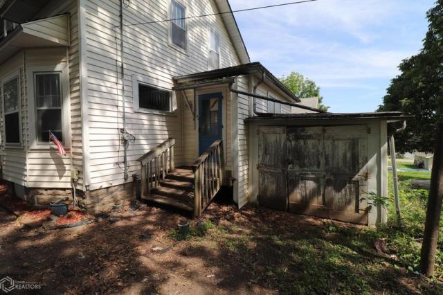 Porch yard featured at 508 Birch St, Atlantic, IA 50022