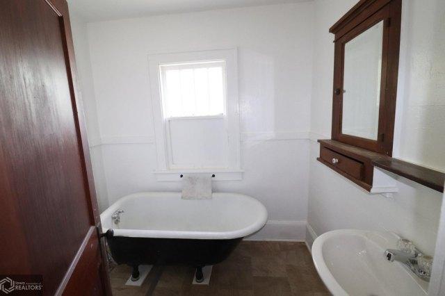 Bathroom featured at 508 Birch St, Atlantic, IA 50022