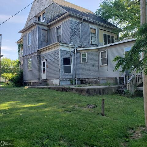 Yard featured at 514 W State St, Centerville, IA 52544