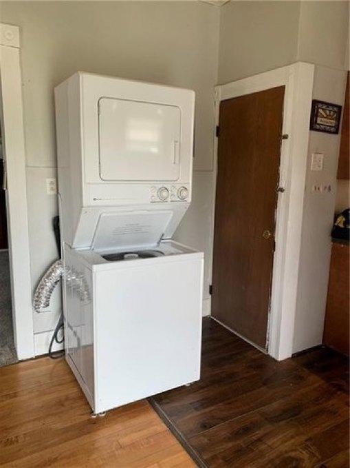 Laundry room featured at 501 N Walnut St, Creston, IA 50801