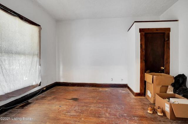 Bedroom featured at 1359 Olive St, Louisville, KY 40211