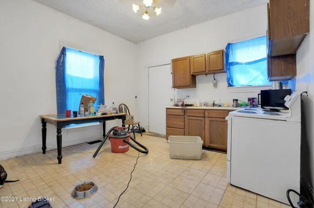 Kitchen featured at 1359 Olive St, Louisville, KY 40211