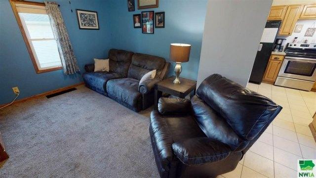 Living room featured at 115 E Linn St, Cherokee, IA 51012