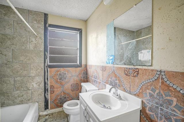 Bathroom featured at 131 Holliman Dr, Livingston, TX 77351