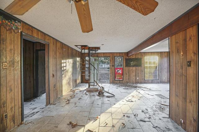 Porch yard featured at 131 Holliman Dr, Livingston, TX 77351
