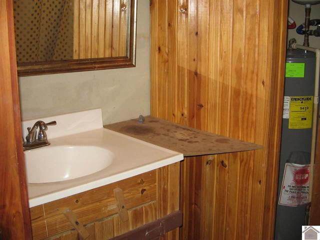 Bathroom featured at 1365 Old Dover Rd, Cadiz, KY 42211