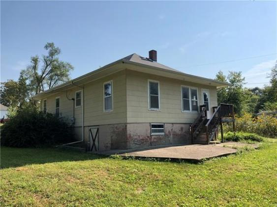 House view featured at 126 E 5th St, Trenton, MO 64683