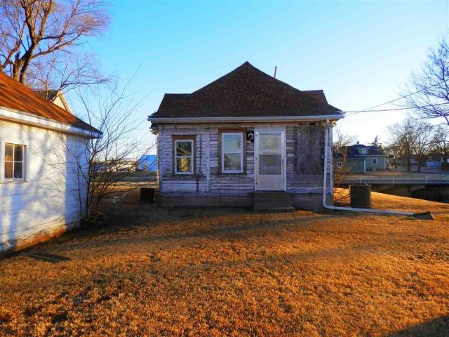 House view featured at 721 E 2nd St, Russell, KS 67665