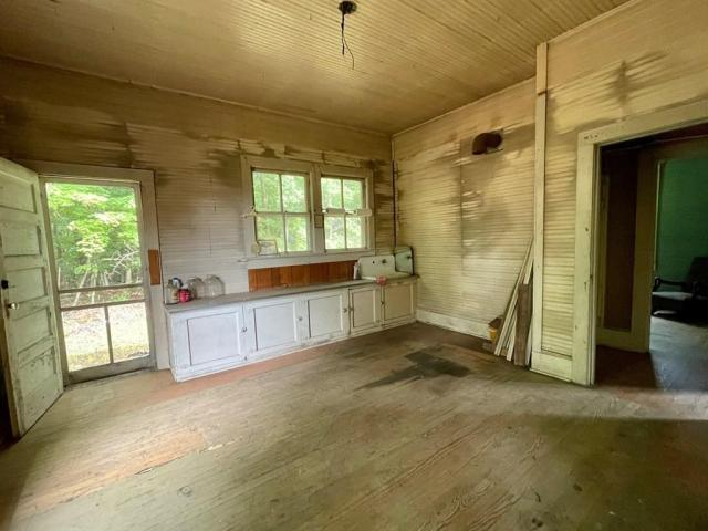 Garage featured at 1467 Museville Rd, Chatham, VA 24531