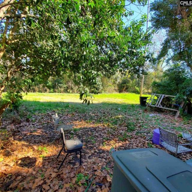 Yard featured at 2440 Greene St, Columbia, SC 29205