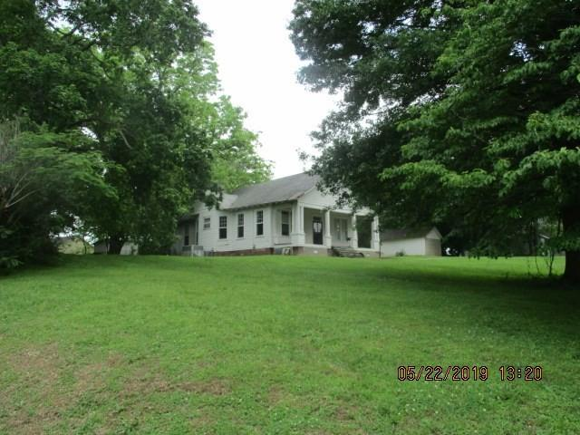 Yard featured at 368 Graves Ave, Henning, TN 38041
