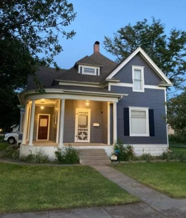 Porch yard featured at 211 N Rodehaver St, Oberlin, KS 67749