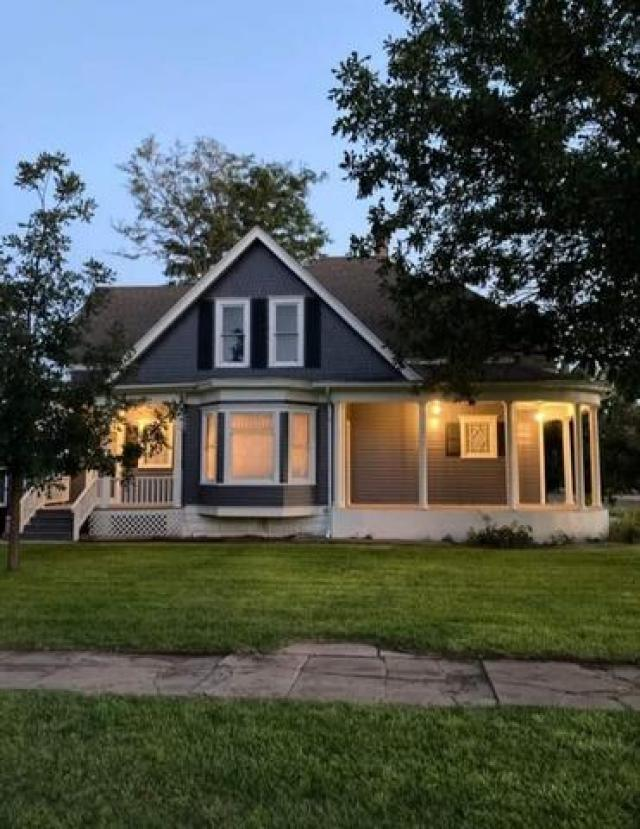 House view featured at 211 N Rodehaver St, Oberlin, KS 67749