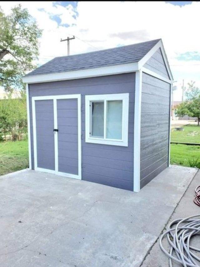 Garage featured at 211 N Rodehaver St, Oberlin, KS 67749