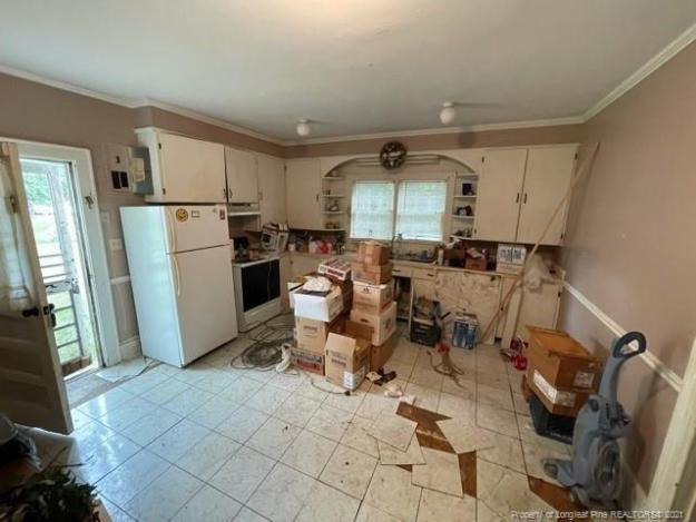 Kitchen featured at 318 N Patterson St, Maxton, NC 28364