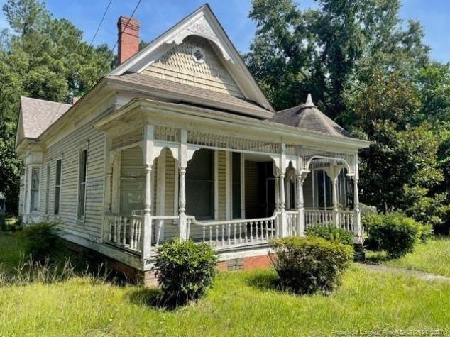 Porch featured at 318 N Patterson St, Maxton, NC 28364