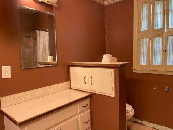Bathroom featured at 710 W Church St, Albion, NE 68620