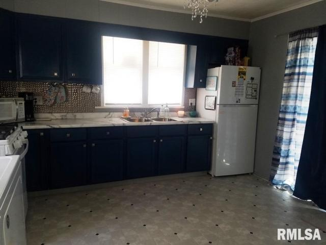 Kitchen featured at 337 Day St, Galesburg, IL 61401