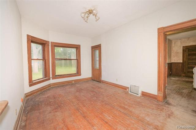 Living room featured at 2026 N Grand River Ave, Lansing, MI 48906