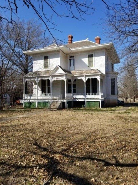 House view featured at 444 E Randolph St, Howard, KS 67349