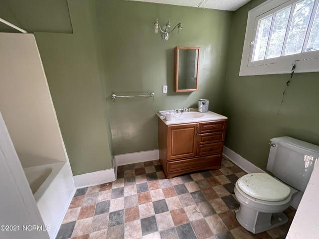 Bathroom featured at 210 Paris Ave, Greenville, NC 27834