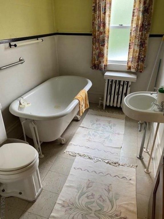 Bathroom featured at 117 Trojan Ln, Johnstown, PA 15906