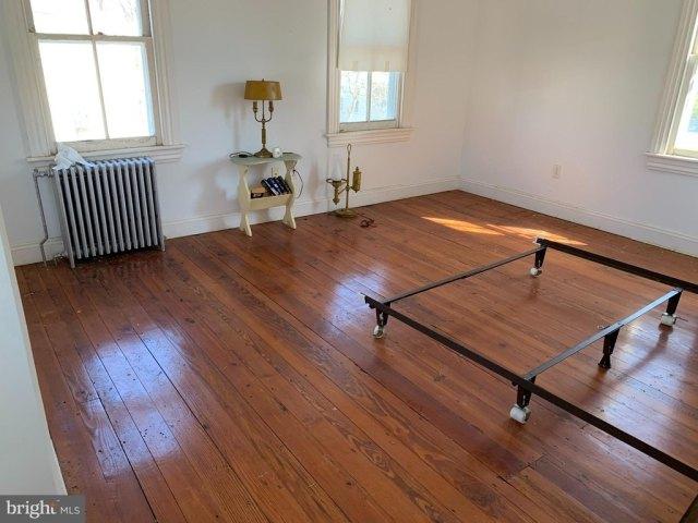 Living room featured at 6705 Chestnut St, Port Norris, NJ 08349