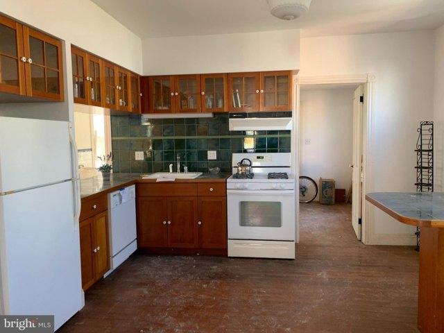 Kitchen featured at 6705 Chestnut St, Port Norris, NJ 08349