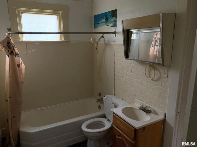 Bathroom featured at 828 N Garfield Ave, Peoria, IL 61606