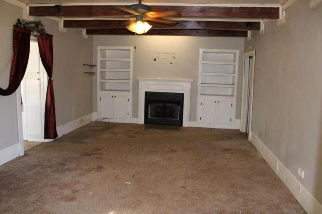 Living room featured at 163 E Carter St, Batesville, AR 72501