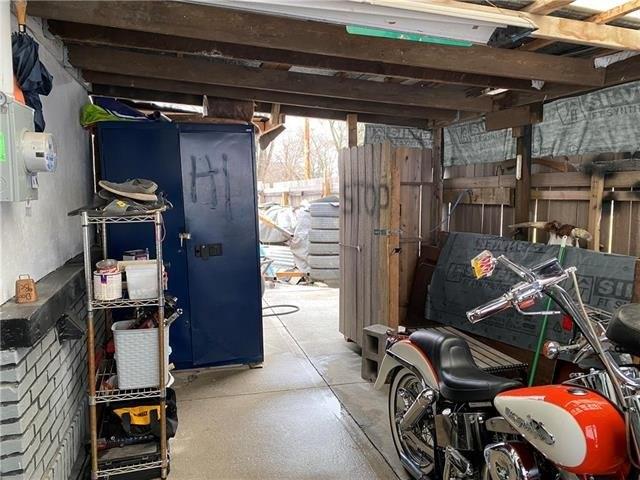 Garage featured at 2024 S 10th St, Saint Joseph, MO 64503