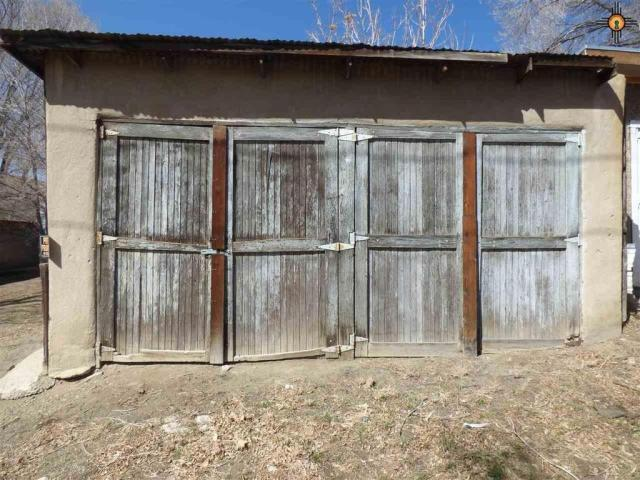 Yard featured at 517 S 2nd St, Raton, NM 87740