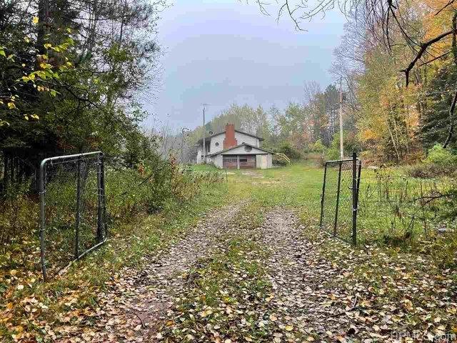 Yard featured at N9590 Petes Dr, Felch, MI 49831