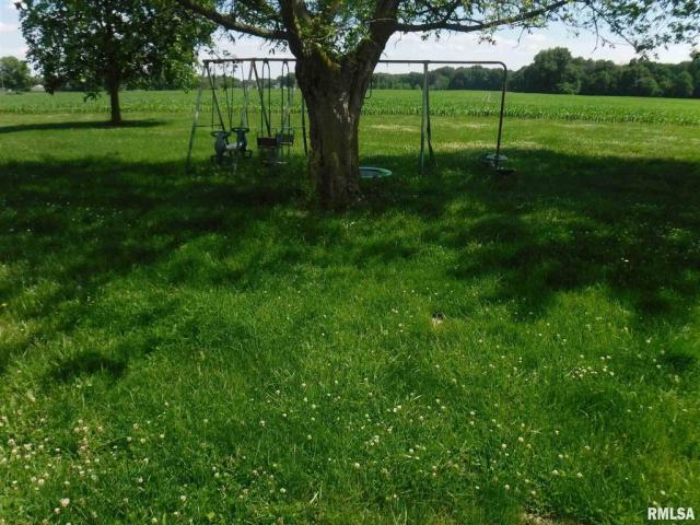 Yard featured at 7923 US Highway 50, Iuka, IL 62849