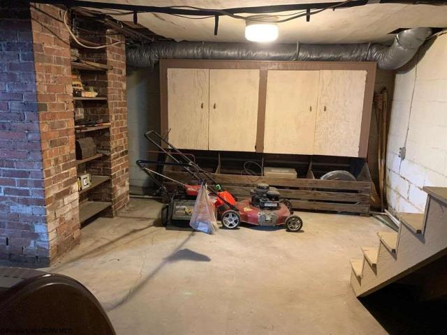 Garage featured at 220 S Howard St, Clarksburg, WV 26301