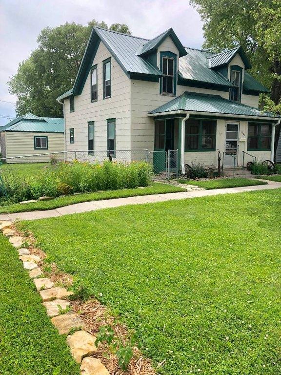 Yard featured at 1322 21st St, Belleville, KS 66935