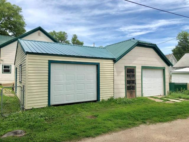 Garage featured at 1322 21st St, Belleville, KS 66935