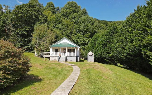 House view featured at 858 Bluff Rd, Marble, NC 28905
